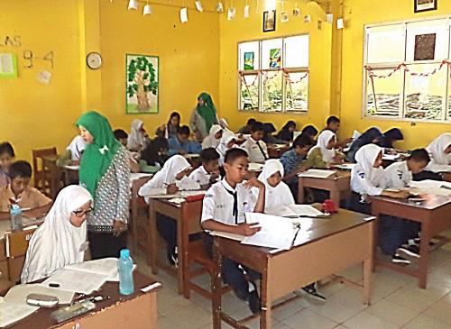 Guru Honorer Atasi Kekurangan Tenaga Pendidik di Kabupaten Bogor